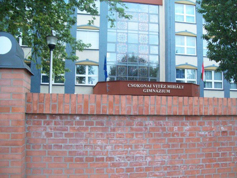 20120726 16 Csokonai gimnázium.jpg