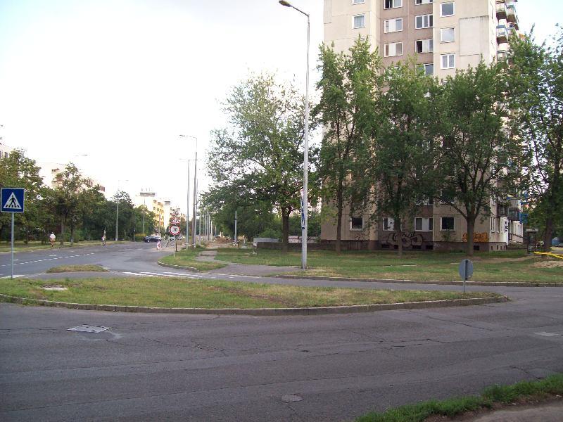 20120726 17 Újkert és a pálya.jpg