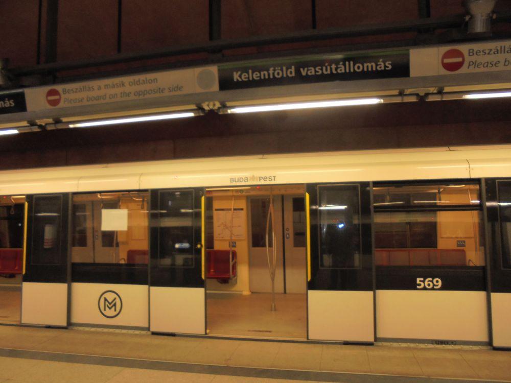 20170111_01_budapest_kelenfold_metro.JPG