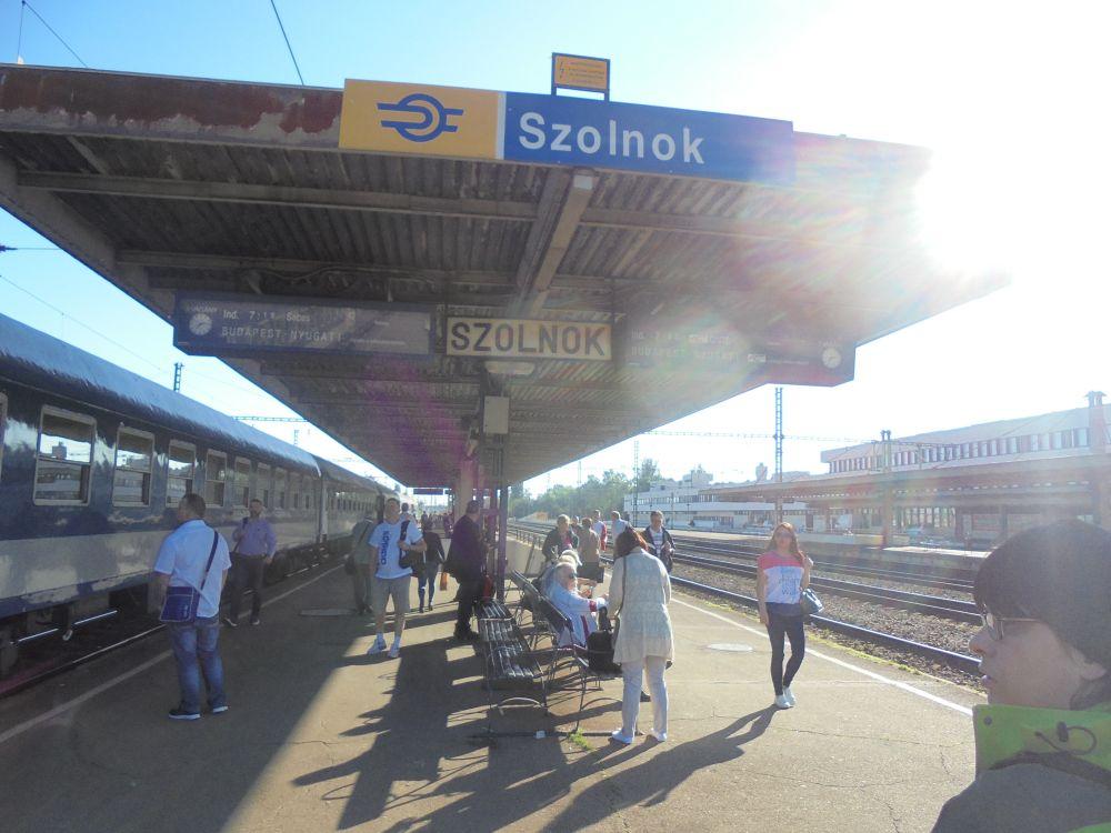 20170529_04_szolnok_peron.JPG