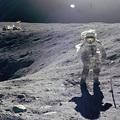Az Apollo-16 űrhajó asztronautája egy a családjáról a holdon hagyott titkos üzenetről számol be
