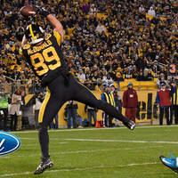 A Panthers korán és gyakran nyomás alá került az 52-21-es Steelers elleni vereség során
