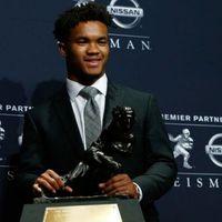 Az idei Heisman trófea győztes irányító nem az NFL-ben akarja folytatni