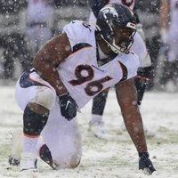 A Broncos újraszerződtette a defensive endjét