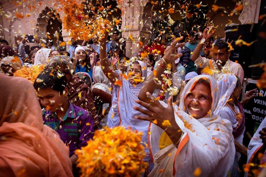 india-farby-zeny-vdovy-sviatok.jpg