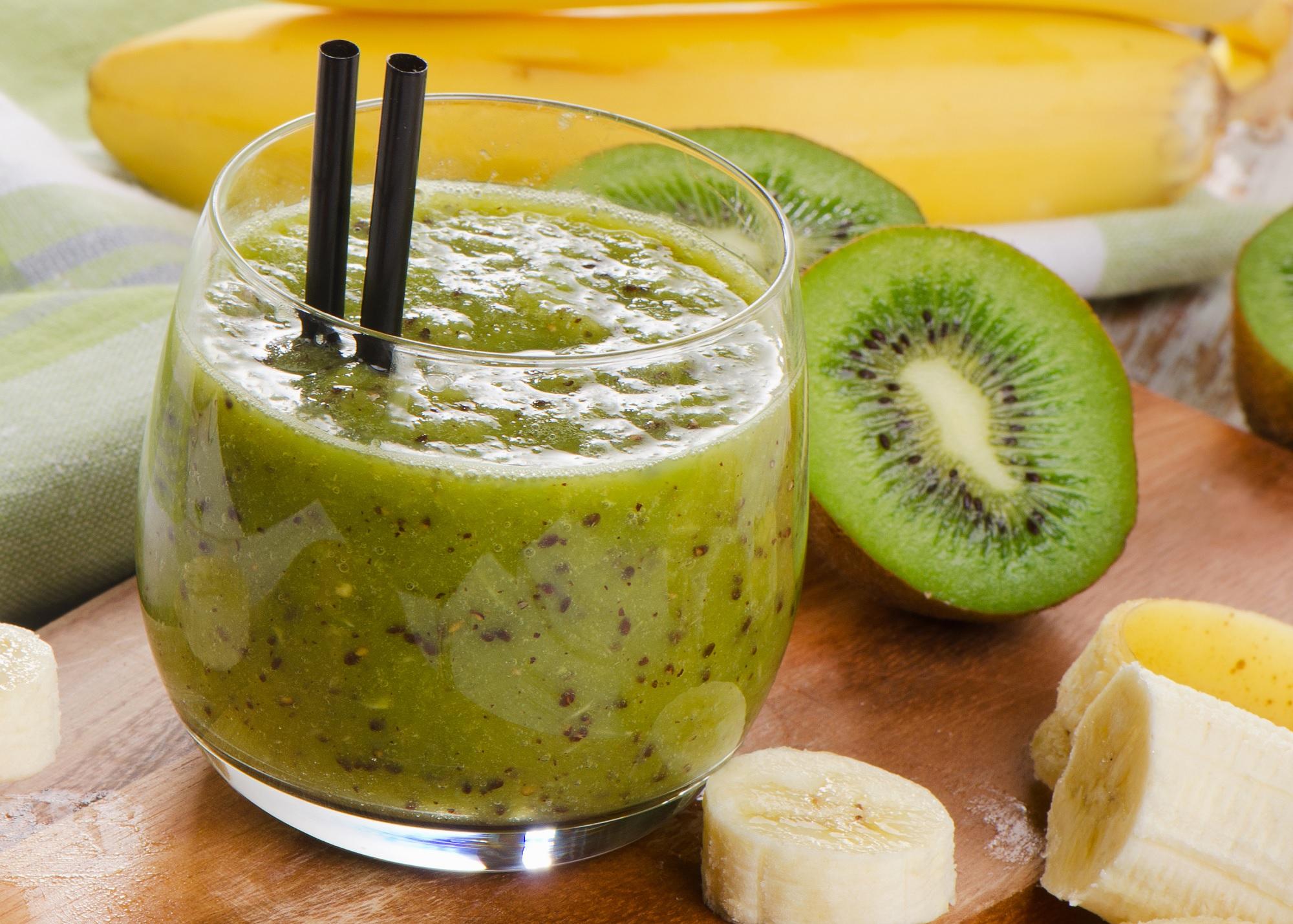 smoothie-mit-banane-kiwi-und-dattel.jpg