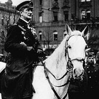 '19 november 16. Horthy Miklós a Nemzeti Hadsereg élén bevonul Budapestre