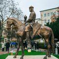 Felavatták Óbudán Árpád vezér lovasszobrát