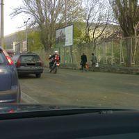 Motorral a kerékpársávon