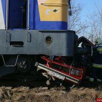 A sorompót áttörve hajtott a sínekre - Frissítve képekkel