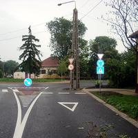 Körforgalom villanyoszloppal