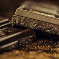 Embereket öltek a csokoládéért