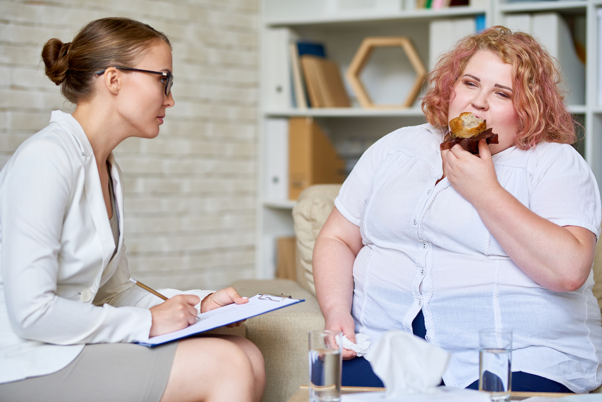 obese-woman-consulting-about-eating-disorder-9stgrvm.jpg