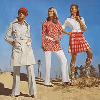 A hetvenes évek elejének jellegzetes ruhái.
