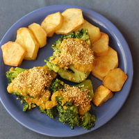 Szezámmagos brokkoli tepsis burgonyával