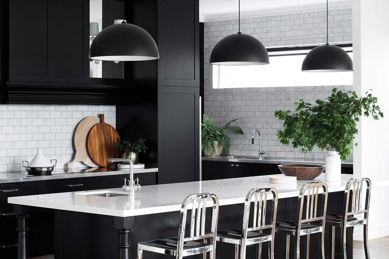 100418-black-and-white-kitchens-2.jpg