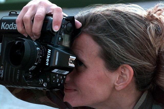 woman_camera.jpg