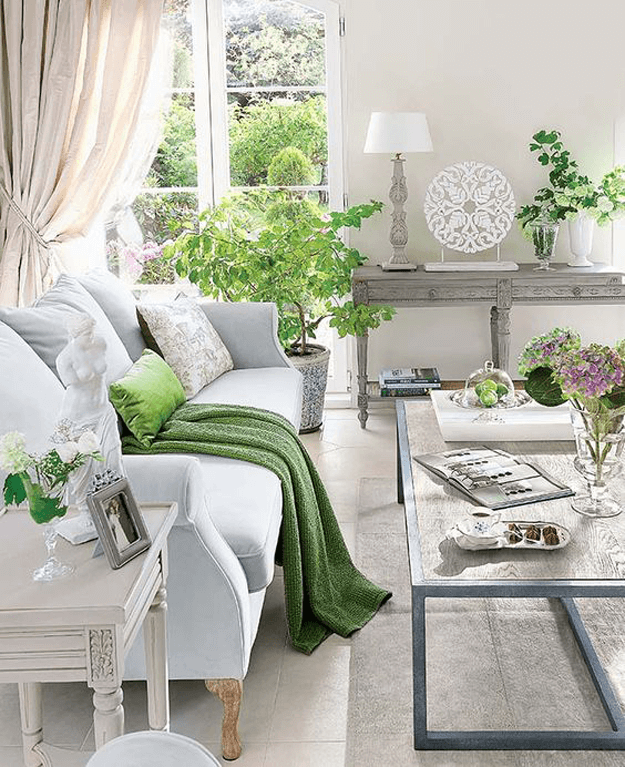 traditional-style-living-room-with-bright-green-accents-pantone-greenery.png