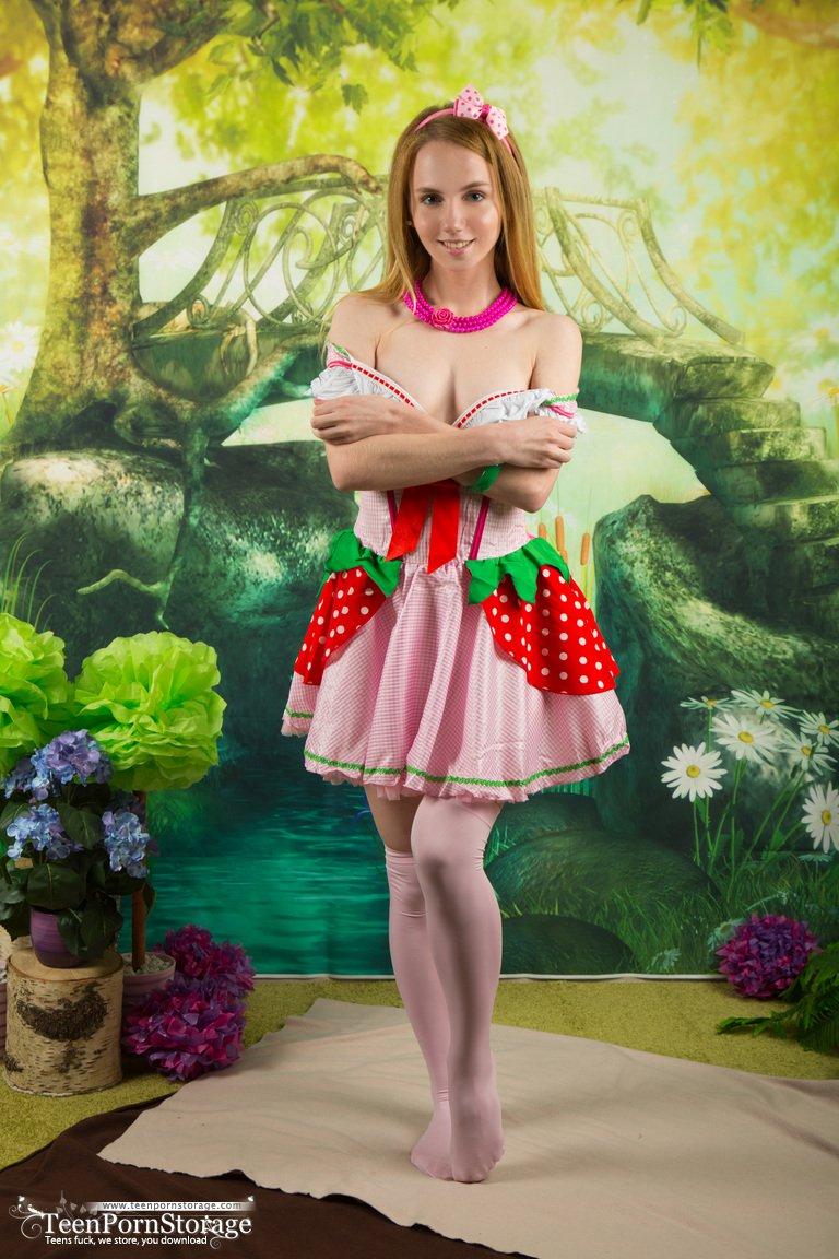 belonika-in-sweet-berry-by-teen-porn-storage-02.jpg