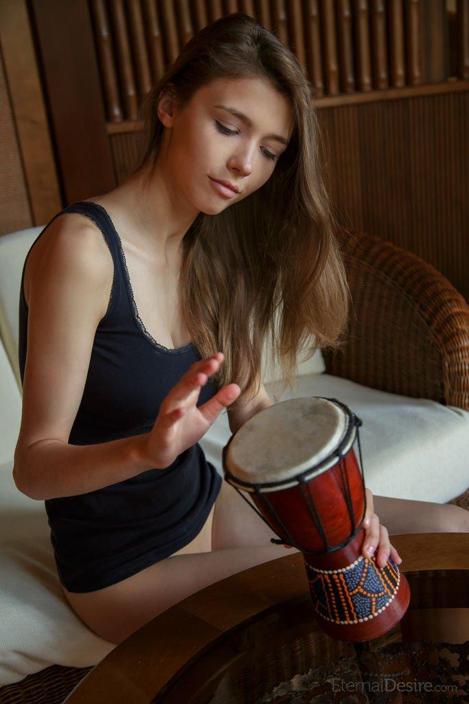 mila-azul-in-tambor-by-eternal-desire-02.jpg