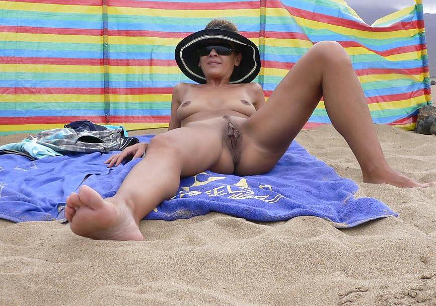 коттеджа, голые загорают раздвигают ноги дала
