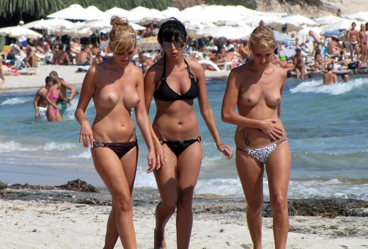 Фотки с нудистких пляжей, Шалости нудистов (63 фото) - Пелотки 26 фотография