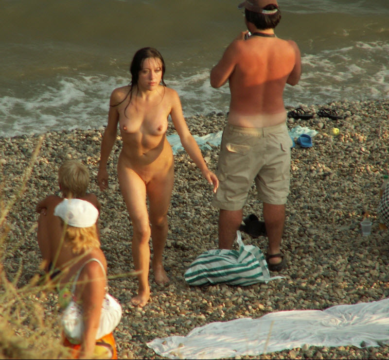 Транссексуала сняли голая на общем пляже фото одну