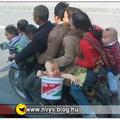 9 ember egy motoron!!!! :)