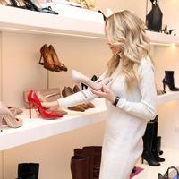Ez aztán kínos! Botrányos bevásárlást rendezett a luxusfeleség