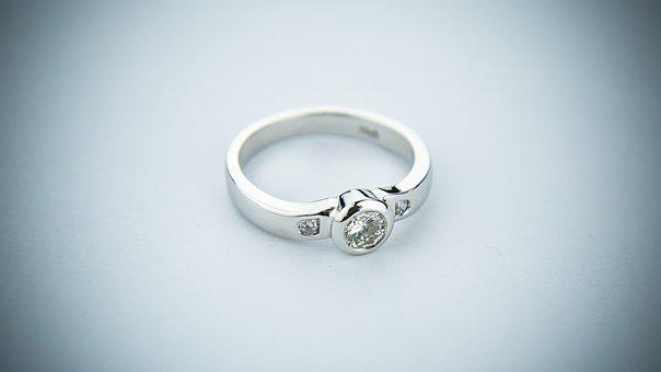 engagement-ring-2093824_340.jpg