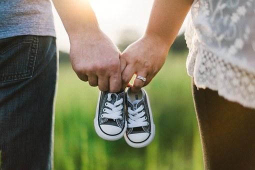 holding-hands-918990_340.jpg