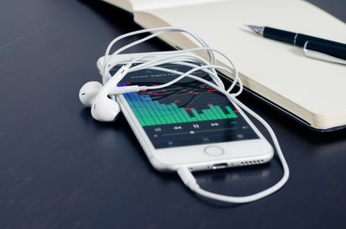mobile-phone-iphone-music-38295.jpeg