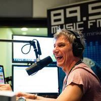 Bejelentés kiskorúak erkölcsi fejlődésének veszélyeztetéséről – Bochkor Gábor és a Music FM ellen (+18)