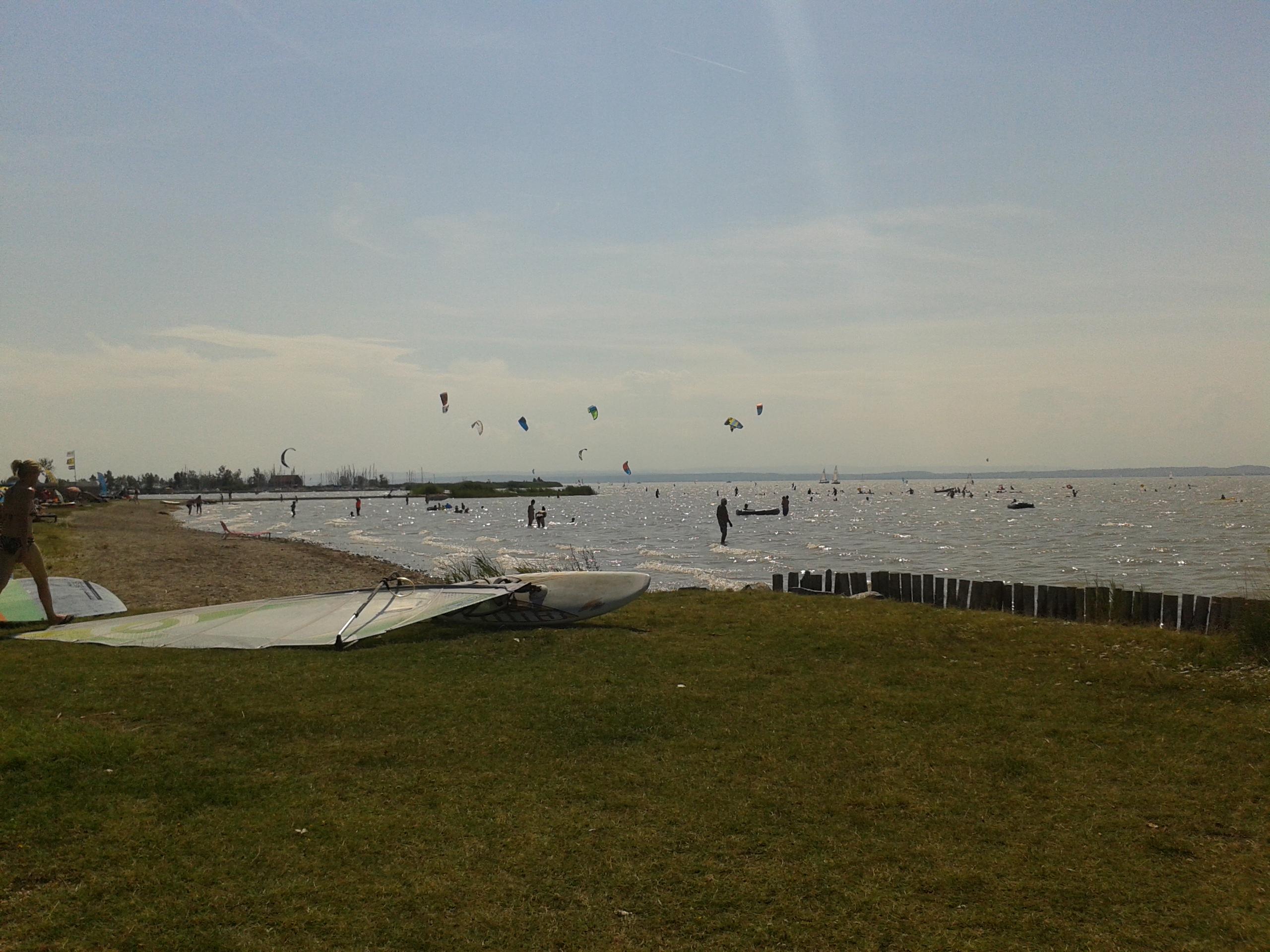 A podersdorfi a tó leghosszabb strandja