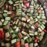 Rebarbara zselé készül, chilivel. #magyargazda #nyulituzes #nyúlközség #rebarbara #jam#zselé#chili #hungary #handmade #sütanapvégre