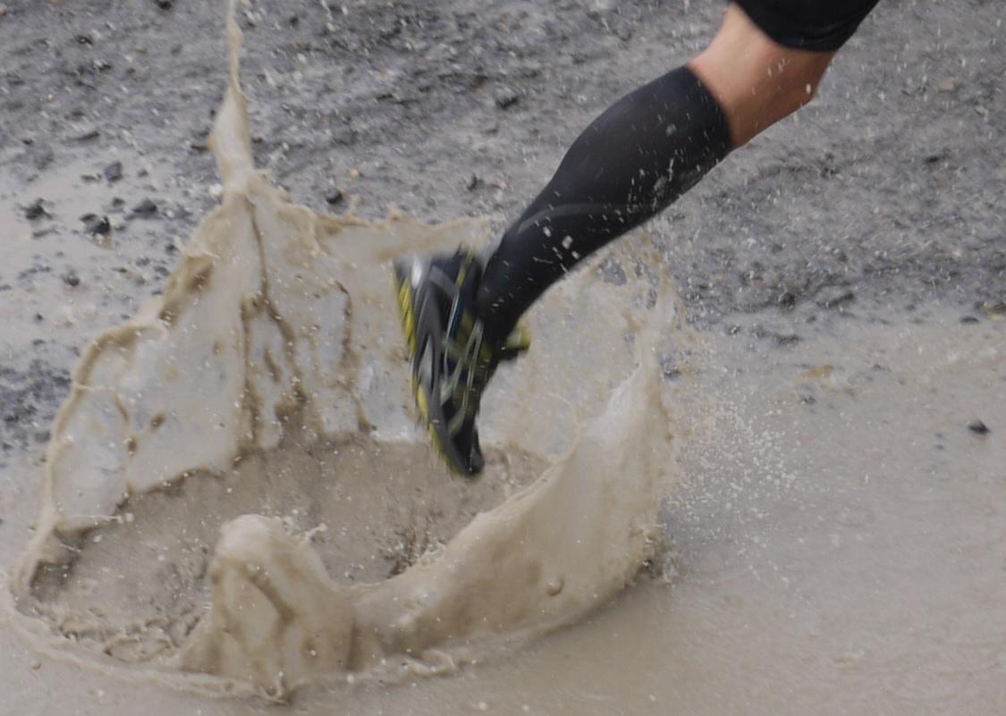 883402382c Te tudsz teli hassal futni, neked nem kell drága cipő, ne melegíts be, a  nyújtás pedig csak csajos furfang, mint a dekoltázs vagy a rövid szoknya.