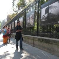 Kiállítás a kerítésen