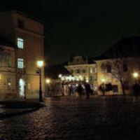 Ünnepi díszben a fő tér