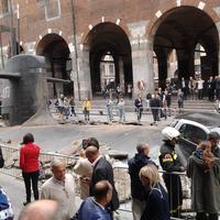 A betonból kirobbanó #L1F3 (LIFE) jelű tengeralattjáró esete Milánó központjában