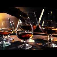 Zongora és brandy! Komponálj alkohollal!