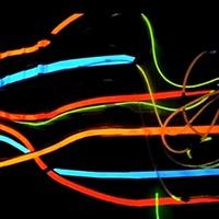 A gép úgy ugrált, ahogy a DJ diktált. Neon színek ütemre!