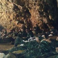 Nemzetközi összefogással mentették ki a thaiföldi barlangból a focis fiúkat és edzőjüket