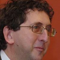Csaba László: Központosítás, ahol a fontos dolgokat se leírni se kimondani nem akarják...- szemezgetés gazdasági témákból