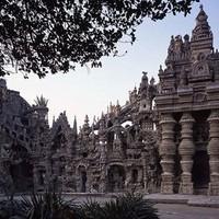 33 évig építette a postás ezt a palotát