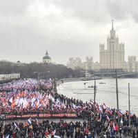 Térfigyelő így rögzitette Borisz Nyemcov gyilkosságot + a gyászmenet (videó)