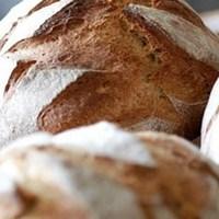 1956. Október 23.-án a vidéki emberek ingyen kenyeret és ételt küldtek Budapestre. Most a kormány milliárdjainkól Sorossal eteti népét! Ünnepelj magyar!