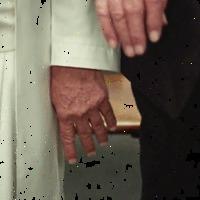 Ez (is) megtörtént? Trump a Vatikánban a pápa kezével