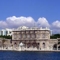 Isztambul híres látványosága a Dolmabahce palota