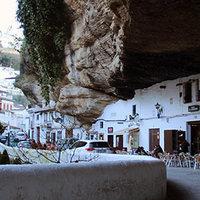 Setenil de Las Bodegas - a  sziklába épített város