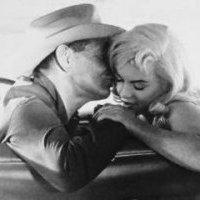 Arthur Miller írta, Marilyn Monroe és Clark Gable vitte világsikerre.